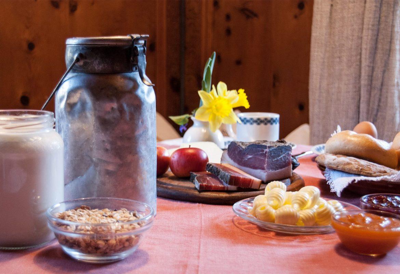 Frühstück mit hofeigenen Produkten